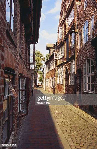 Germany Lower Saxony Lueneburg Cobblestone paved alleyway 'Papenstrasse' with bricklined houses