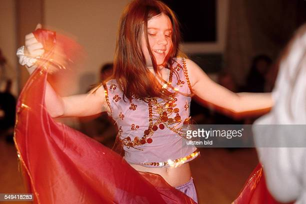 Opening ceremony of the belly dancing school Sonjas Oase Sonjas daughter belly dancing