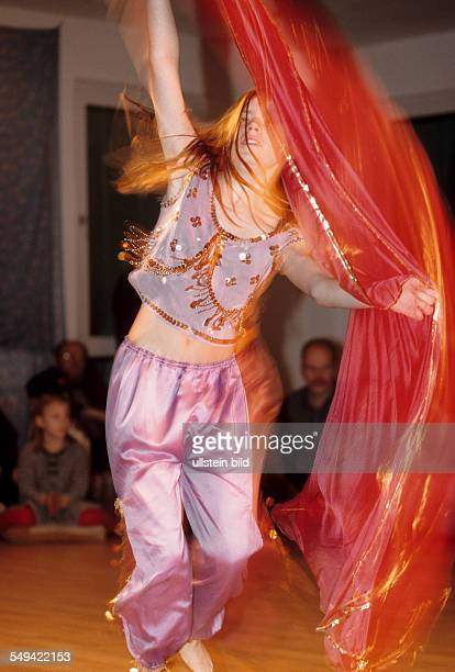 Opening ceremony of the belly dancing school Sonjas Oase Sonjas daughter belly dancing