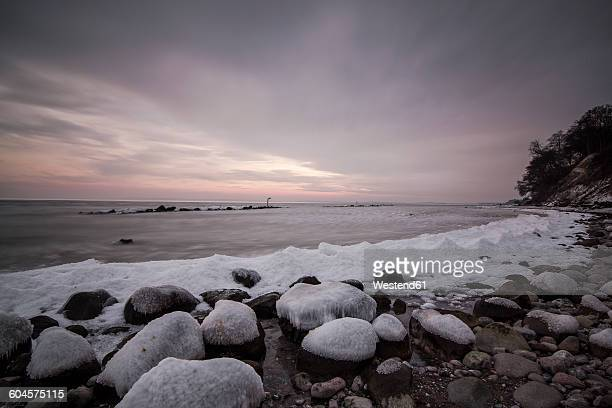 Germany, Mecklenburg-Western Pomerania, Ruegen, Sassnitz, Baltic Sea coast in winter