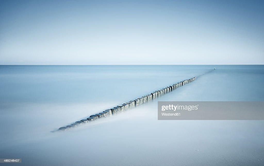 Germany, Mecklenburg-Western Pomerania, Usedom, breakwater in the sea, long exposure