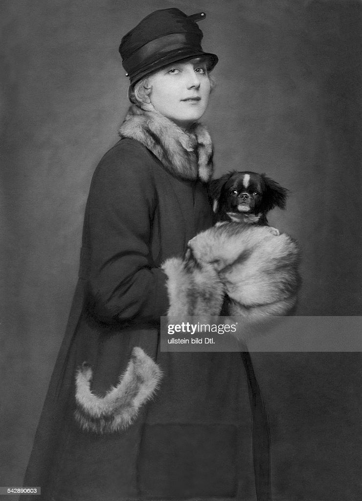Germany Mrs Riemer with her prizewinning Pekingese dog date unknown around 1917