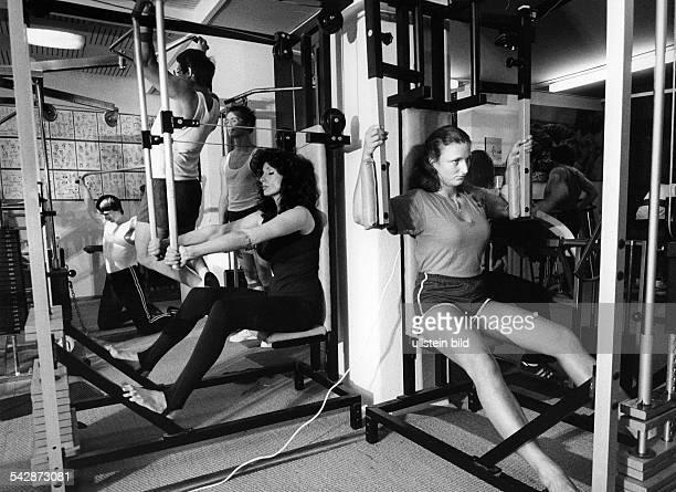 bodybuilding training in a gym 1980ies