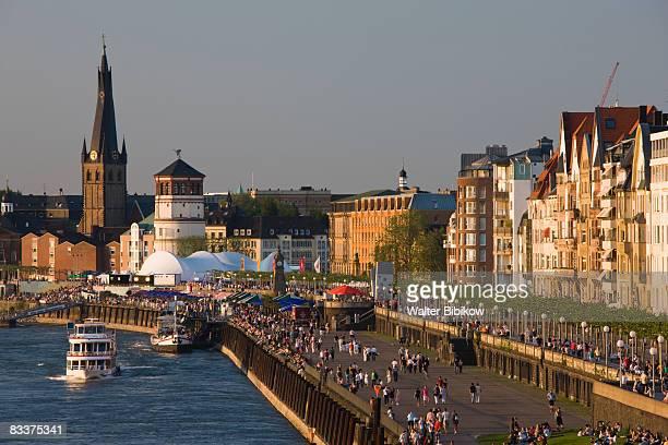 Germany, Nordrhein-Westfalen, Dusseldorf, Riverfro