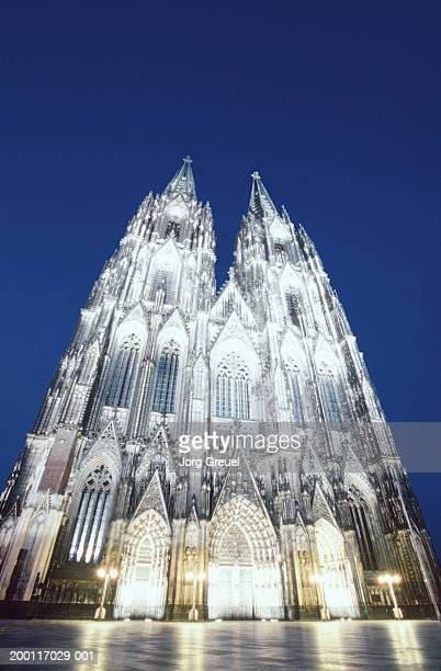 Germany, North Rhine Westphalia, Cologne, cathedral at dusk
