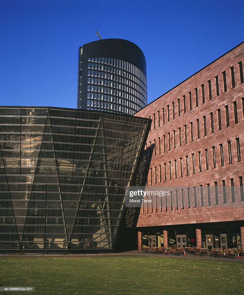 Germany, North Rhine-Westphalia, Dortmund, City library and modern office building : Stock Photo