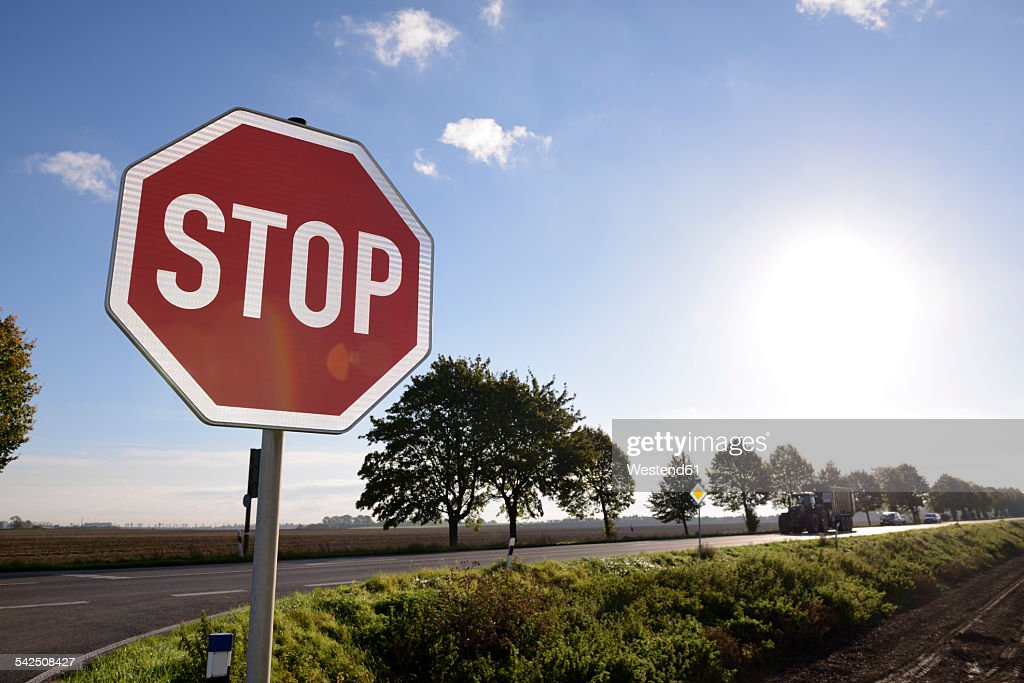 Germany, North Rhine-Westphalia, Grevenbroich, Stop sign at crossing of a country street