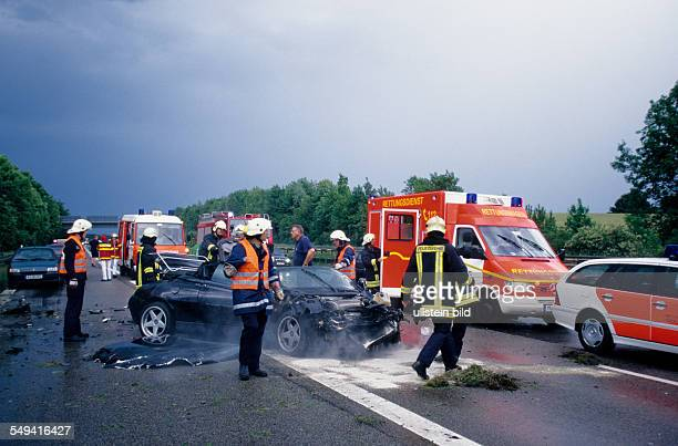 DEU Germany North RhineWestphalia0 A3 An accident with an Alfa RomeoSpider Cabrio clearup operation