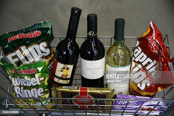 Specialized trade for beverages Look at shoppings in a basket