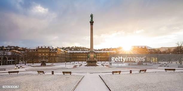 Germany, Stuttgart, Schlossplatz, Neues Schloss and jubilee column in winter
