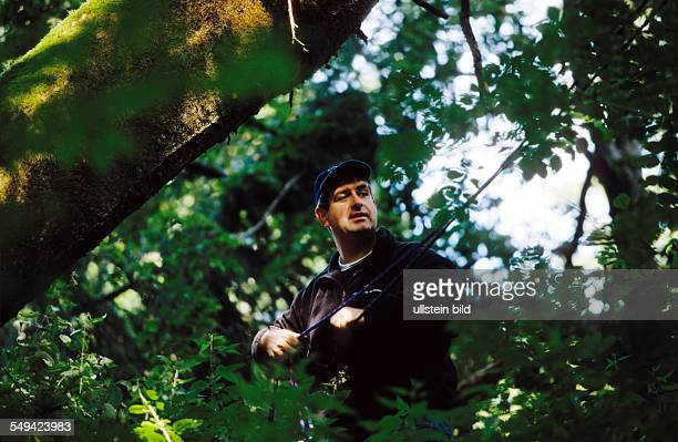 DEU Germany Swabian Alb 01 Team Craft Manager Survival Training Manager of Carl Zeiss Daimler Chrysler Weigle furniture workshops crossing a ravine...