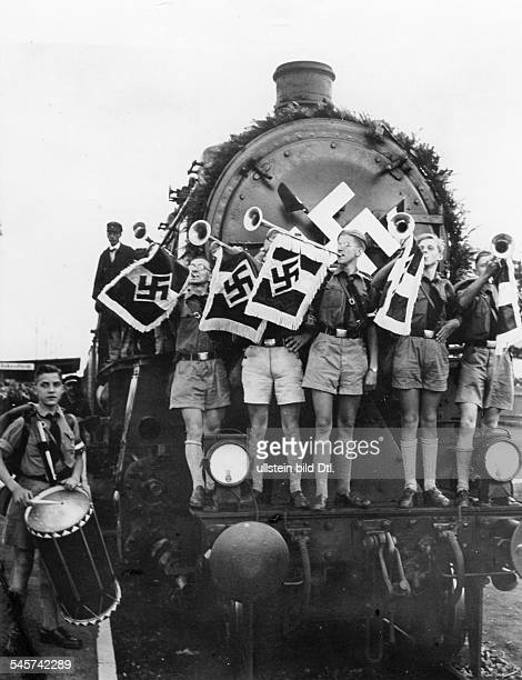 Germany Third Reich Nuremberg Rally 1935 The first special train with members of the Berlin section of the Hitler Youth arriving in Nuremberg with...