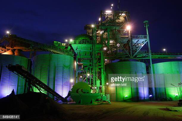 DEU Germany Wesel at the lower Rhine Gravel plant Huelskens