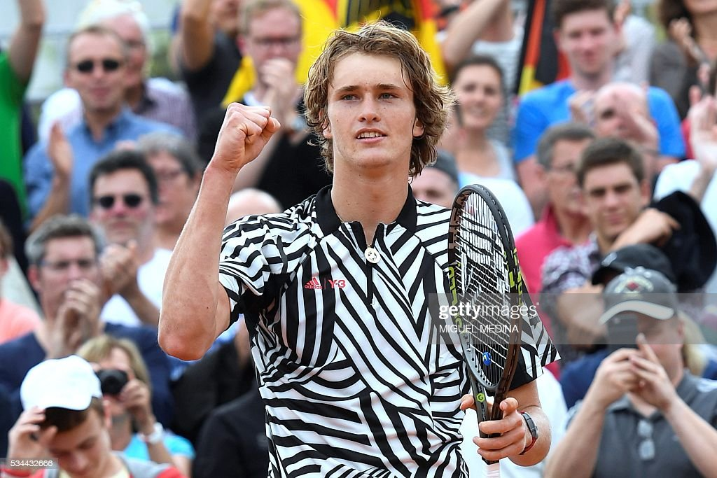 Germany's Alexander Zverev celebrates after winning his men's second round match against France's Stephane Robert at the Roland Garros 2016 French Tennis Open in Paris on May 26, 2016. / AFP / MIGUEL