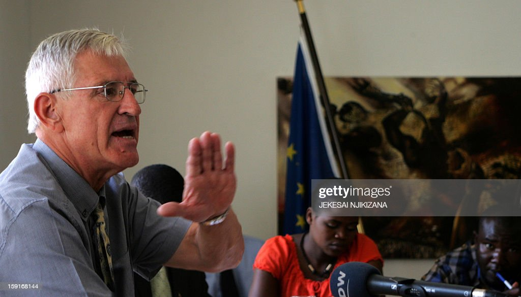 Germany's ambassador to Zimbabwe, Hans-Gunter Gnodtke addresses a press conference in Harare on January 9, 2013 where he urges the government to protect foreign safari operators or risk jeopardising its hosting of the UN World Trade Organization general assembly with neighbouring Zambia in August. AFP PHOTO / Jekesai Njikizana