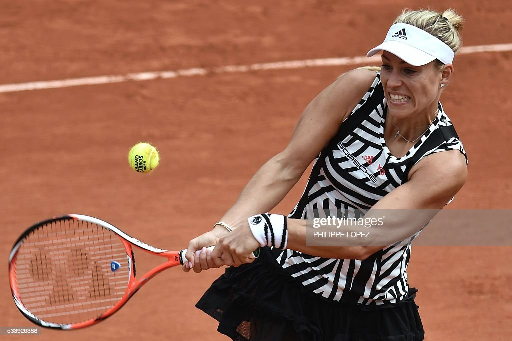 Germany's Angelique Kerber returns the ball to the Netherlands' Kiki Bertens during their women's first round match at the Roland Garros 2016 French Tennis Open in Paris on May 24, 2016. / AFP / PHILIPPE