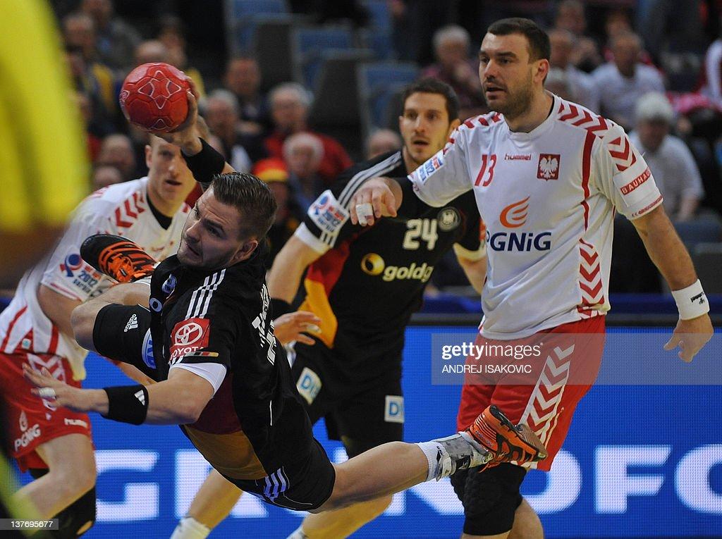 Germany's Christoph Theuerkauf (C) shoots past Poland's Bartosz Jurecki (R) during the men's EHF Euro 2012 Handball Championship match Poland vs Germany on January 25, 2012 at the Belgrade Arena.