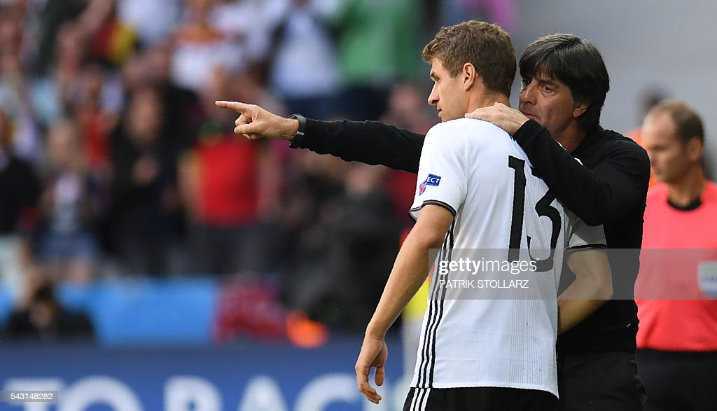 Germany's coach Joachim Loew gives instructions to Germany's midfielder Thomas Mueller during the Euro 2016 round of 16 football match between Germany and Slovakia at the Pierre-Mauroy stadium in Villeneuve-d'Ascq near Lille on June 26, 2016. / AFP / PATRIK