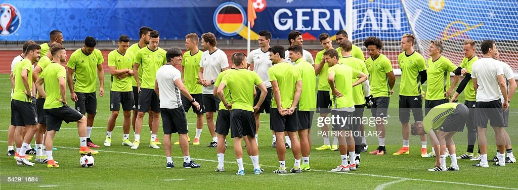 Germany's coach Joachim Loew talks to his players during a training session at the team's training ground in Evian-les-Bains, south-eastern France, on June 25, 2016, on the eve of the Euro 2016 round of sixteen football match between Germany and Slovakia. / AFP / PATRIK