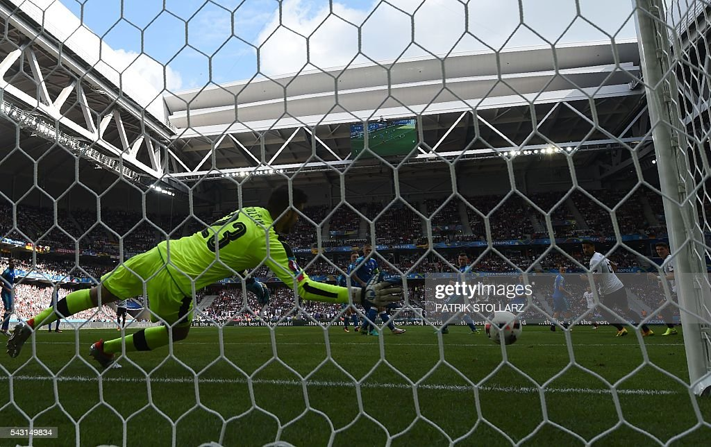 Slovakia's goalkeeper Matus Kozacik fails to stop the ball during the Euro 2016 round of 16 football match between Germany and Slovakia at the Pierre-Mauroy stadium in Villeneuve-d'Ascq, near Lille, on June 26, 2016. / AFP / PATRIK