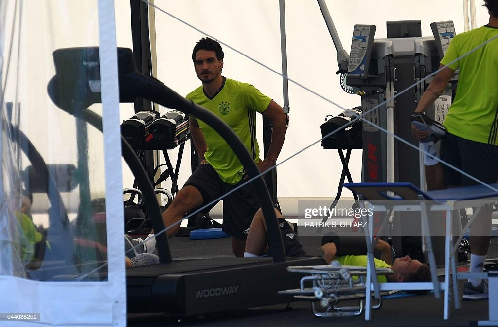 Germany's defender Mats Hummels warms up during a training session at the team's training grounds in Evian on July 1, 2016, on the eve of the Euro 2016 quarter-final football match between Germany and Italy. / AFP / PATRIK