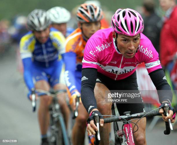 Germany's Erik Zabel rides during the 40th Amstel Gold Race cycling race between Maastricht and Valkenburg 17 April 2005 Italian Danilo Di Luca won...