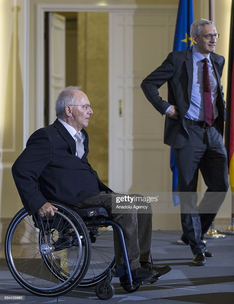 Germany's Federal Minister of Finance Wolfgang Schaeuble (L) holds a press conference for members of the foreign correspondent's club (VAP) at the finance ministry in Berlin, Germany on May 26, 2016.