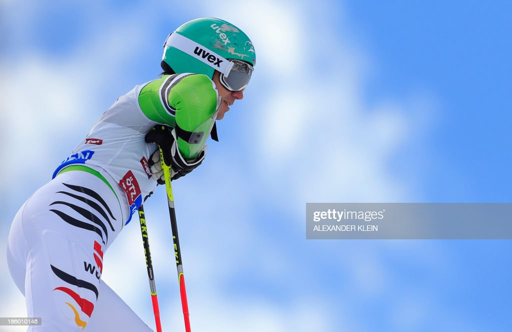 Germany's Felix Neureuther reacts after loosing a ski while competing in the men's giant slalom at the FIS Ski World Cup on October 27, 2013 in Soelden, Austria. Germany's slalom world silver-medallist Felix Neureuther, seventh after the first run, skied out after losing his ski.