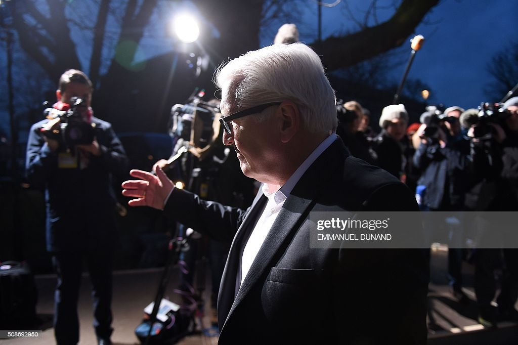 Germany's Foreign Minister Frank-Walter Steinmeier arrives to take part in a EU foreign ministers meeting in Amsterdam, on February 6, 2016. The European Union on Wednesday finally reached agreement on how to finance a three-billion-euro ($3.3-billion) deal to aid Syrian refugees in Turkey, in exchange for Ankara's help in stemming the flow of migrants. / AFP / EMMANUEL DUNAND
