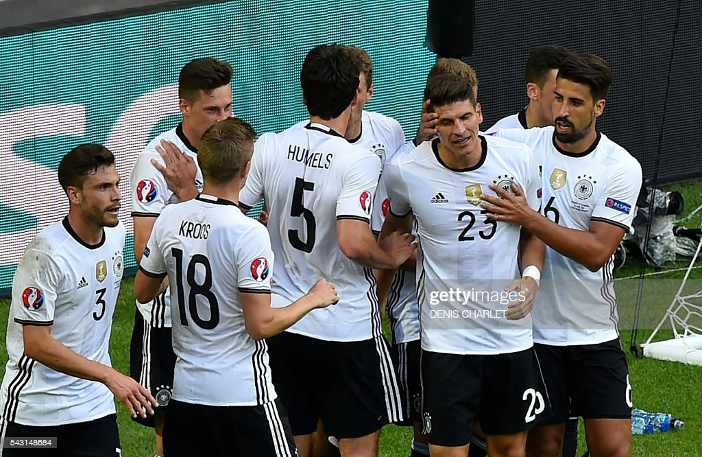 Germany's forward Mario Gomez (C) celebrates with teammates after scoring during the Euro 2016 round of 16 football match between Germany and Slovakia at the Pierre-Mauroy stadium in Villeneuve-d'Ascq, near Lille, on June 26, 2016. / AFP / DENIS