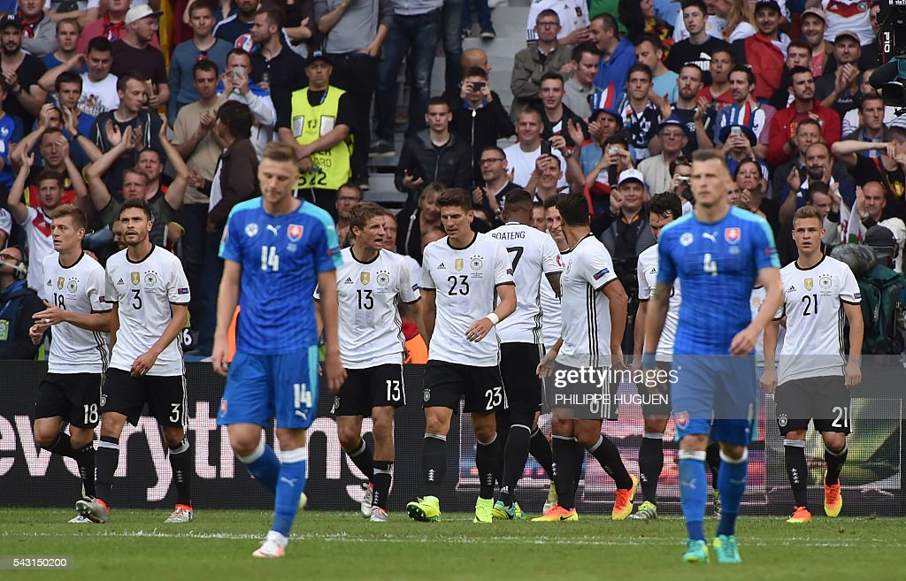 Germany's forward Mario Gomez (C) celebrates with teammates after scoring during the Euro 2016 round of 16 football match between Germany and Slovakia at the Pierre-Mauroy stadium in Villeneuve-d'Ascq, near Lille, on June 26, 2016. / AFP / PHILIPPE