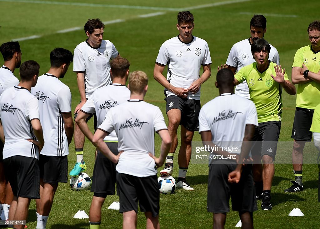 Germany's head coach Joachim Loew (C) speaks to his players during a training session as part of the team's preparation for the upcoming Euro 2016 European football championships, on May 26, 2016 in Ascona. / AFP / PATRIK