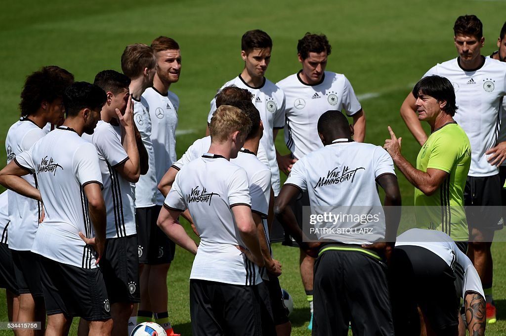 Germany's head coach Joachim Loew (R) speaks to his players during a training session as part of the team's preparation for the upcoming Euro 2016 European football championships, on May 26, 2016 in Ascona. / AFP / PATRIK