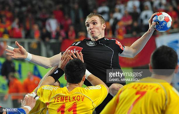 Germany's Holger Glandorf shoots against Macedonia's defenders Vladimir Temelkov during the Men's World Handball Championship Croatia 2009 Group C...