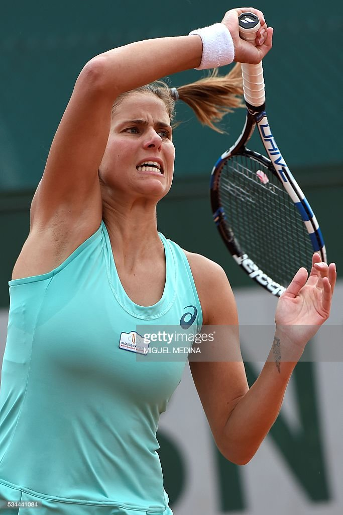 Germany's Julia Goerges returns the ball to Puerto Rico's Monica Puig during their women's second round match at the Roland Garros 2016 French Tennis Open in Paris on May 26, 2016. / AFP / MIGUEL
