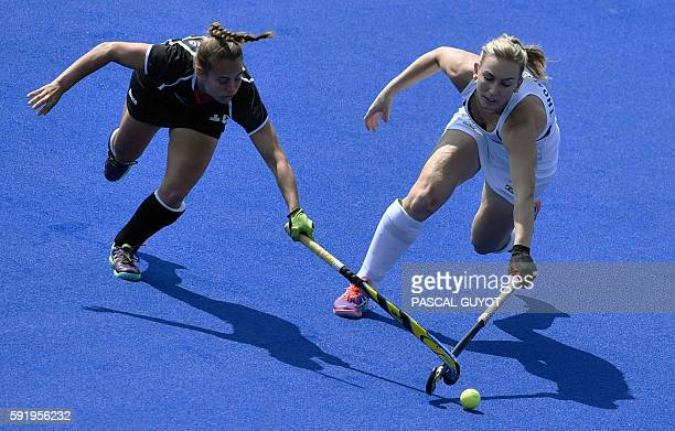 Germany's Lisa Altenburg vies with New Zealand's Liz Thompson during the women's Bronze medal hockey Germany vs New Zealand match of the Rio 2016...
