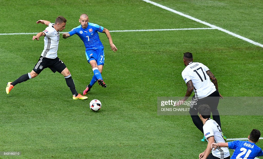 Germany's midfielder Joshua Kimmich (L) vies with Slovakia's midfielder Vladimir Weiss (C) during the Euro 2016 round of 16 football match between Germany and Slovakia at the Pierre-Mauroy stadium in Villeneuve-d'Ascq, near Lille, on June 26, 2016. / AFP / DENIS