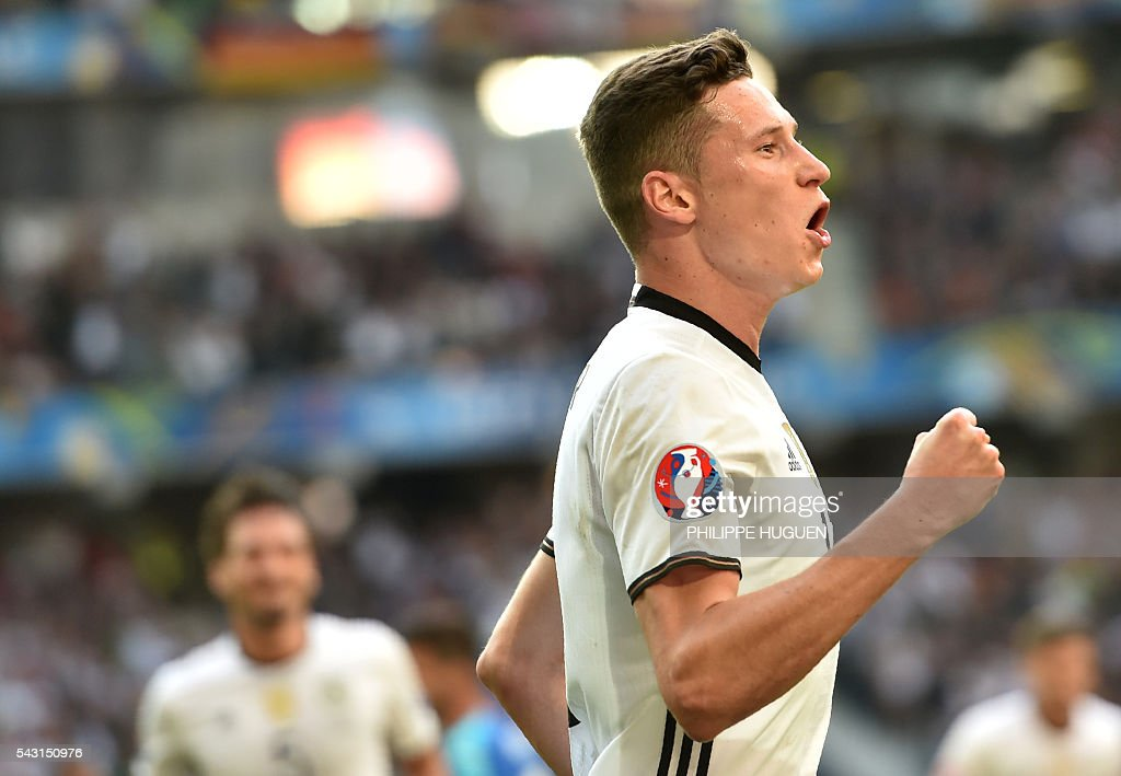 Germany's midfielder Julian Draxler celebrates after scoring during the Euro 2016 round of 16 football match between Germany and Slovakia at the Pierre-Mauroy stadium in Villeneuve-d'Ascq, near Lille, on June 26, 2016. / AFP / PHILIPPE