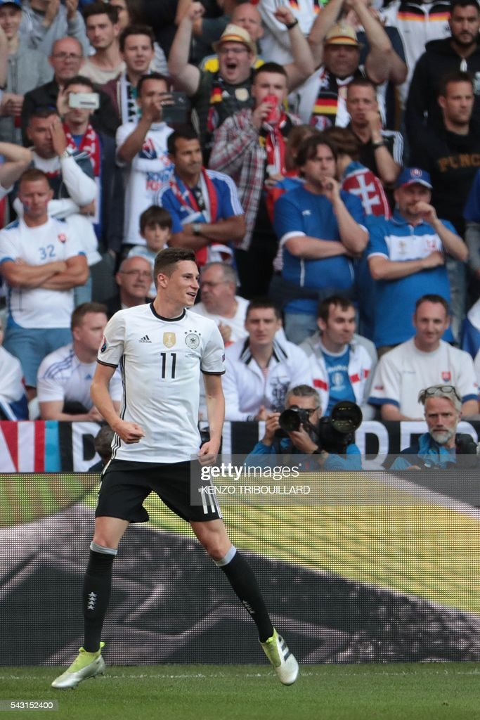 Germany's midfielder Julian Draxler celebrates after scoring his team's third goal during the Euro 2016 round of 16 football match between Germany and Slovakia at the Pierre-Mauroy stadium in Villeneuve-d'Ascq near Lille on June 26, 2016. / AFP / KENZO