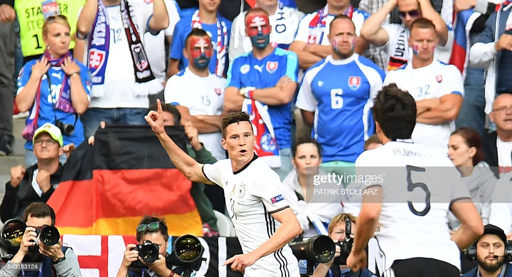 Germany's midfielder Julian Draxler celebrates after scoring his team's third goal during the Euro 2016 round of 16 football match between Germany and Slovakia at the Pierre-Mauroy stadium in Villeneuve-d'Ascq near Lille on June 26, 2016. / AFP / PATRIK