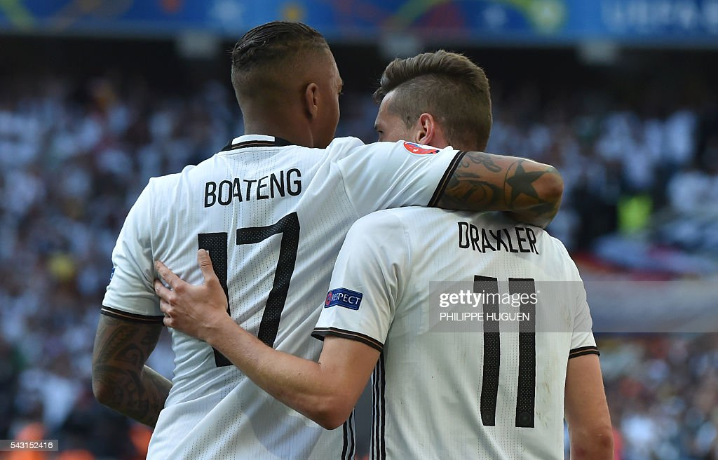 Germany's midfielder Julian Draxler (R) celebrates with Germany's defender Jerome Boateng after scoring during the Euro 2016 round of 16 football match between Germany and Slovakia at the Pierre-Mauroy stadium in Villeneuve-d'Ascq, near Lille, on June 26, 2016. / AFP / PHILIPPE