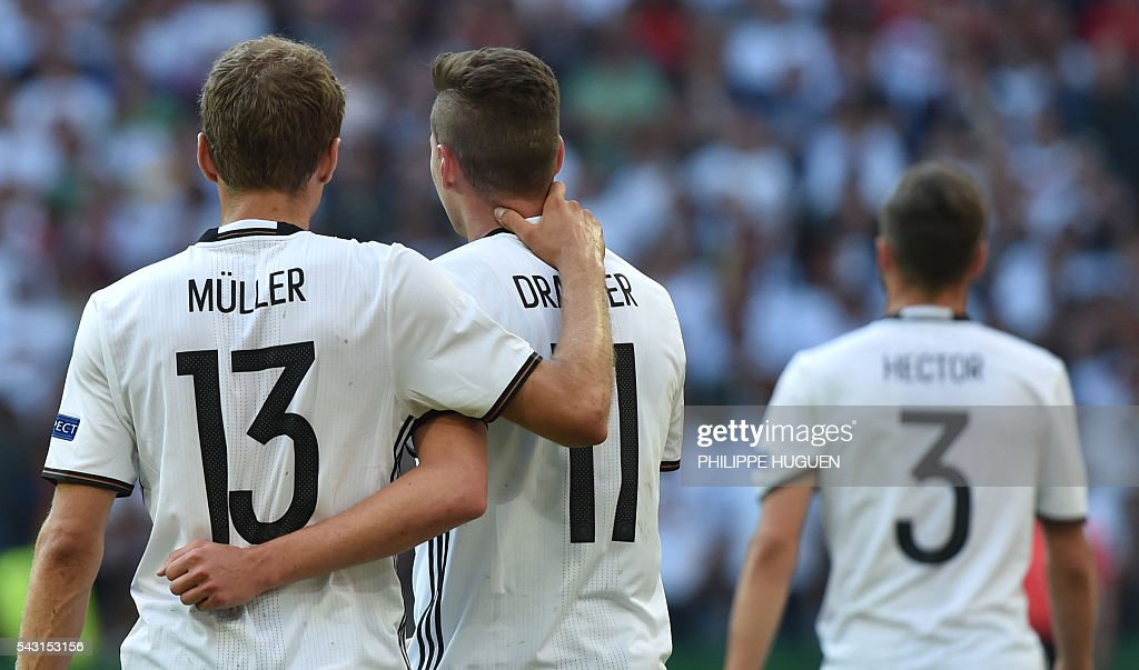 Germany's midfielder Julian Draxler (C) celebrates with Germany's midfielder Thomas Mueller after scoring during the Euro 2016 round of 16 football match between Germany and Slovakia at the Pierre-Mauroy stadium in Villeneuve-d'Ascq, near Lille, on June 26, 2016. / AFP / PHILIPPE