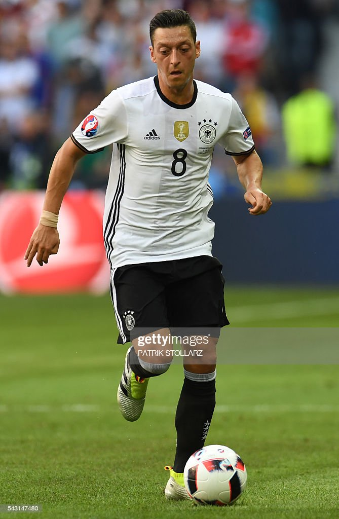 Germany's midfielder Mesut Oezil controls the ball during the Euro 2016 round of 16 football match between Germany and Slovakia at the Pierre-Mauroy stadium in Villeneuve-d'Ascq near Lille on June 26, 2016. / AFP / PATRIK