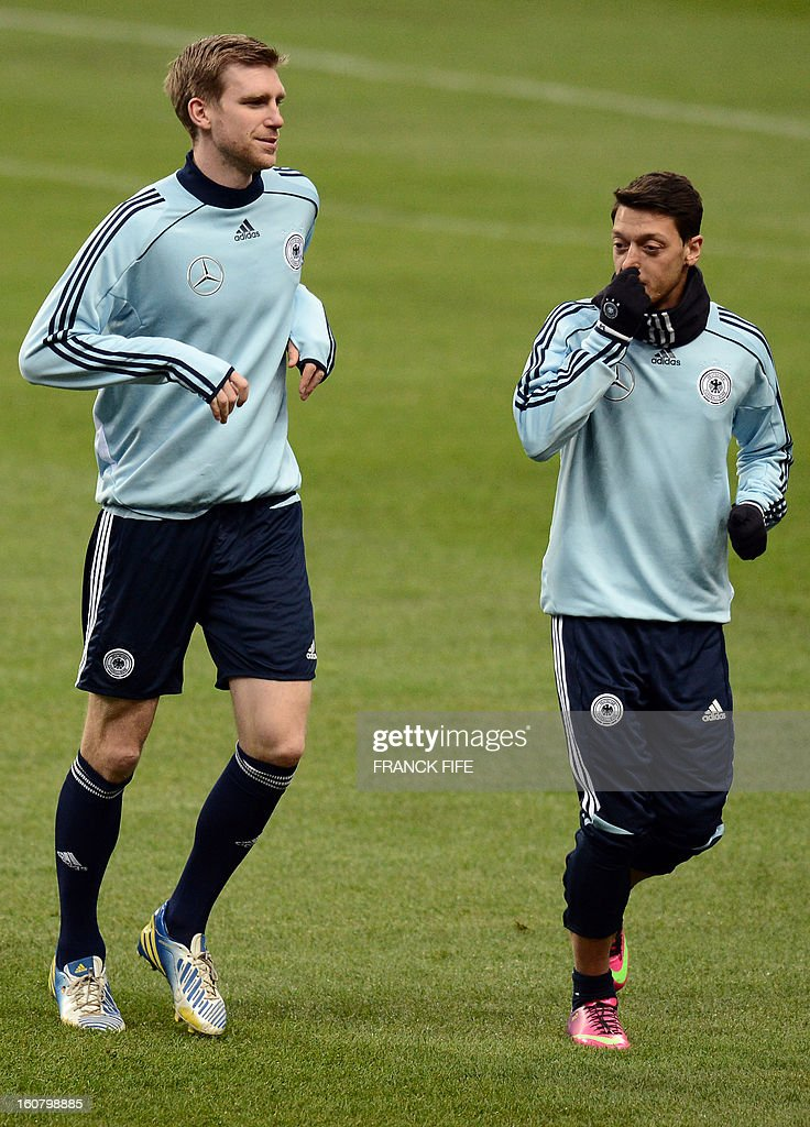 Germany's midfielder Mesut Ozil (R) and defender Per Mertesacker attend a training session on February 5, 2013 at the Stade de France in Saint-Denis, near Paris, on the eve of a friendly international football match between France and Germany.