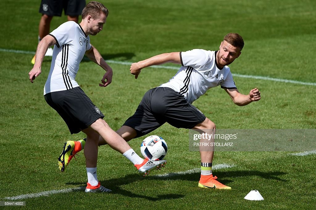 Germany's midfielder Skodran Mustafi (R) and teammate, midfielder Andre Schuerrle vie for the ball during a training session as part of the team's preparation for the upcoming Euro 2016 European football championships, on May 26, 2016 in Ascona. / AFP / PATRIK