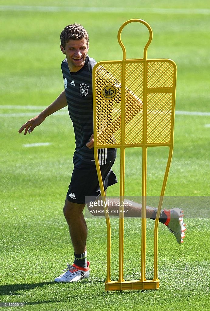 Germany's midfielder Thomas Mueller is pictured during a training session at the team's training grounds in Evian-les-Bains on June 29, 2016 during the Euro 2016 football tournament. / AFP / PATRIK