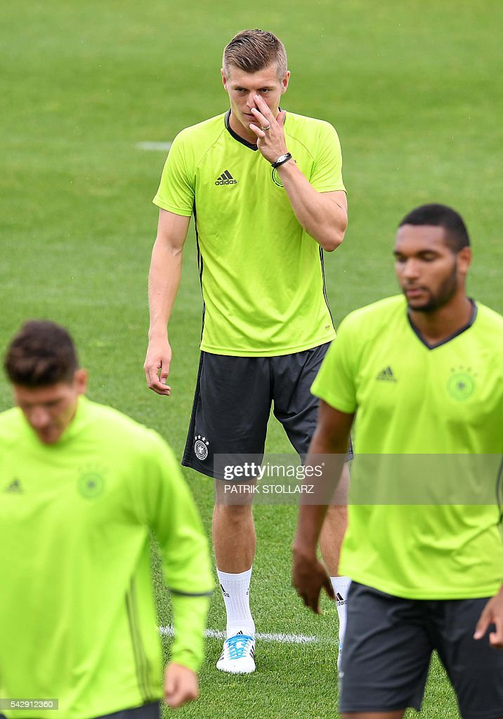 Germany's midfielder Toni Kroos attends a training session at the team's training ground in Evian-les-Bains, south-eastern France, on June 25, 2016, on the eve of the Euro 2016 round of sixteen football match between Germany and Slovakia. / AFP / PATRIK