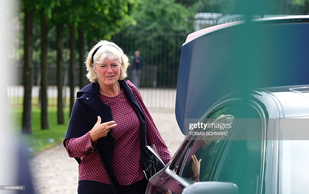 Germany's Minister of State for Cultural Affairs Monika Gruetters arrives at Meseberg Palace for a closed meeting of the German cabinet on May 24, 2016 in Meseberg, northeastern Germany. / AFP / TOBIAS