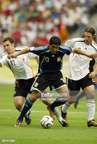 Germany's Miroslav Klose and Torsten Frings fail to stop Argentina's Juan Riquelme