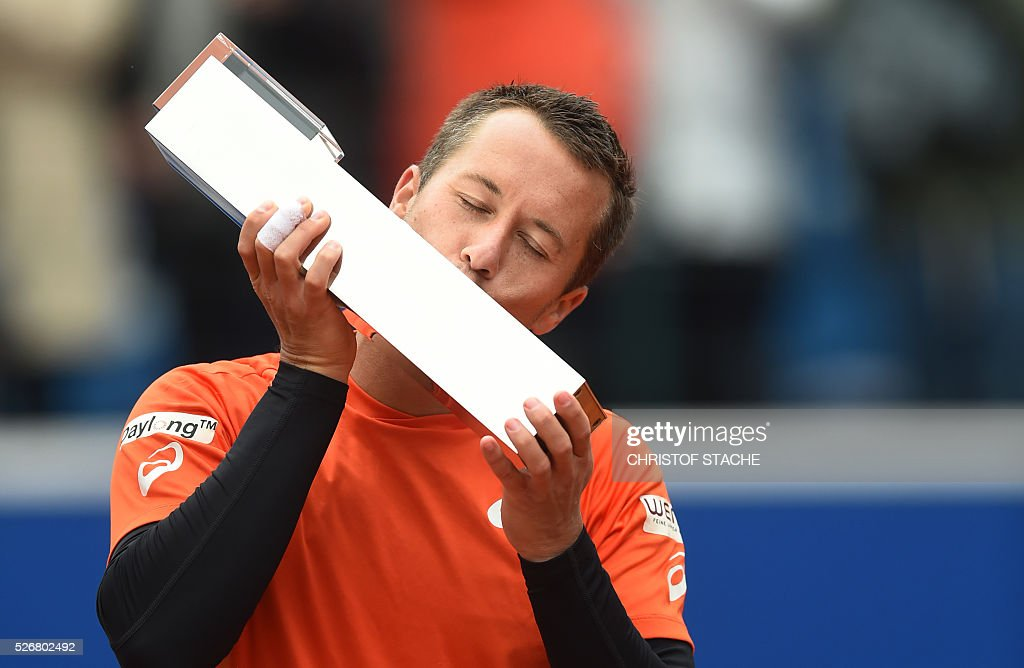 Germany's Philipp Kohlschreiber kisses the trophy during the winner ceremony after the final match against Austrian Dominic Thiem at the ATP tennis BMW Open in Munich, southern Germany, on May 1, 2016. Kohlschreiber won the match 7-6, 4-6 and 7-6. / AFP / CHRISTOF